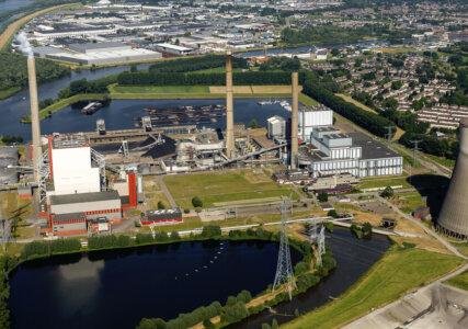 Luftaufnahme des Kraftwerks Amer in den Niederlanden