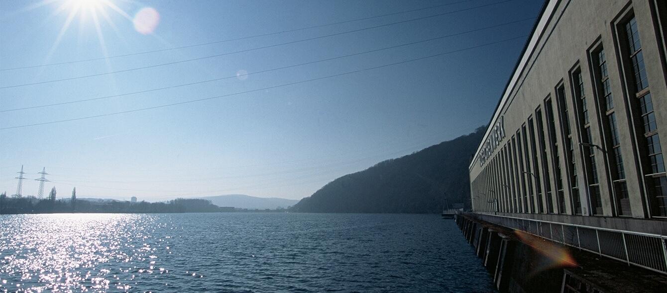 Pumpspeicherkraftwerk zur Speicherung von Erneuerbaren Energien direkt an einem See