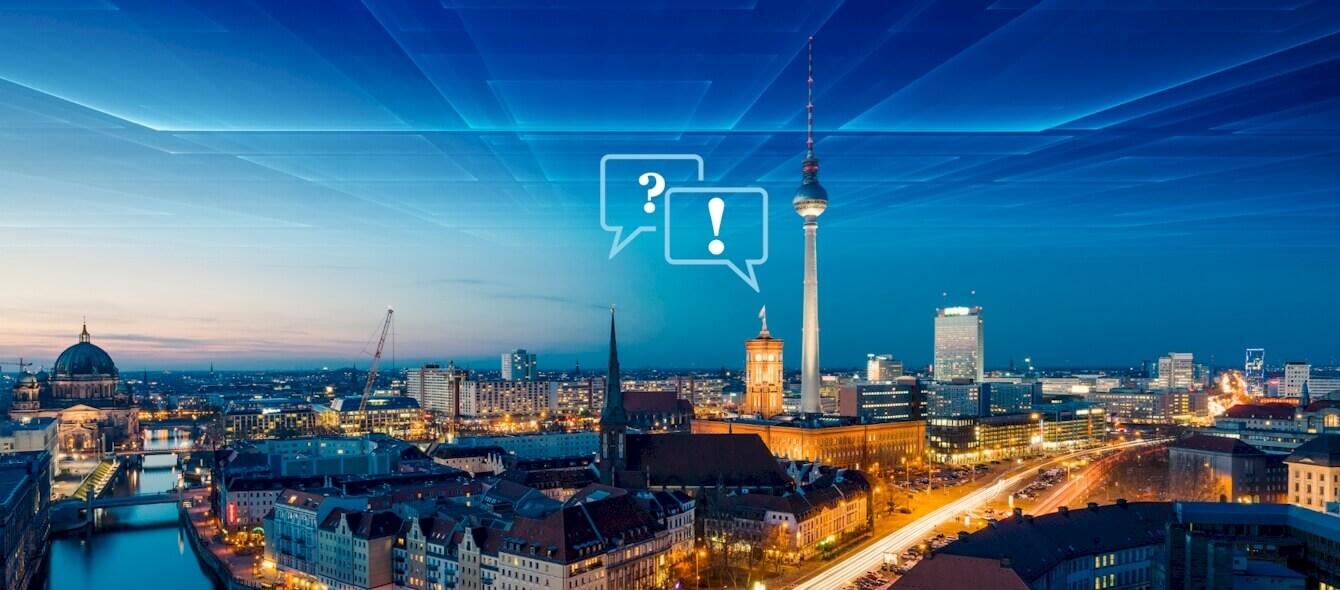 Versorgungssicherheit in Deutschland Panorama Berlin bei Nacht abstrakte Icons Frage und Antwort