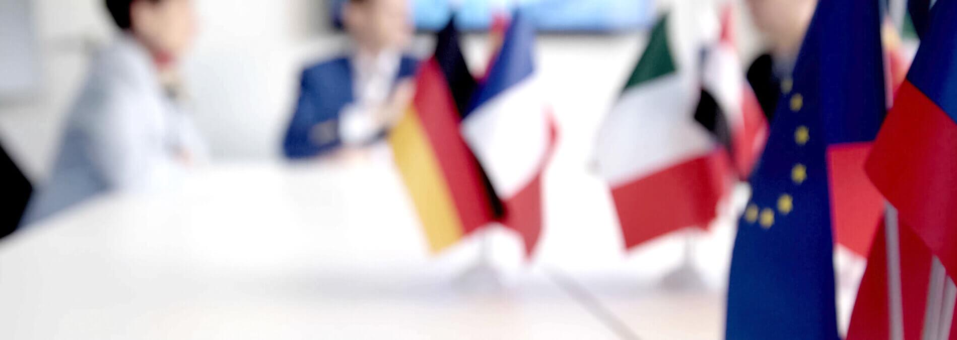 Energiepolitik Verschwommene Darstellung Europäische Flaggen
