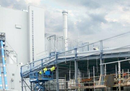 Kraftwerk mit Arbeitern