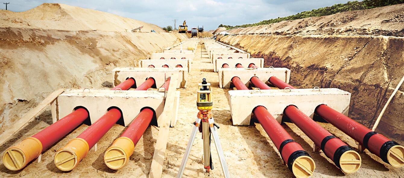 Versorgungssicherheit im enformer perspektivische Aufnahme Verlegung von Hightech Kabeln