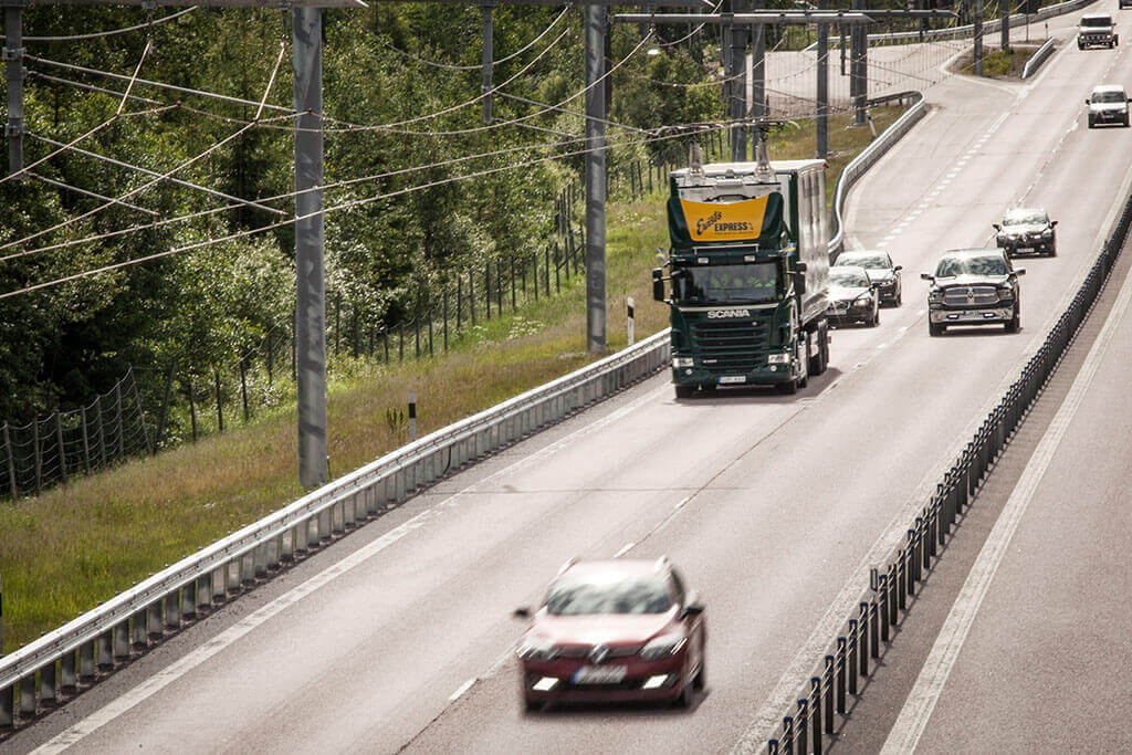 Sektorenkopplung im enformer dunkler Hybrid Truck auf E Highway