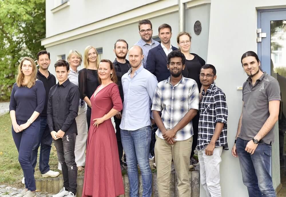 Gruppenfoto der Mitarbeiter eines Energie Start-ups