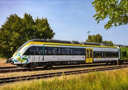 Batterie-Zug von Bombardier auf nicht elektrifizierter Strecke