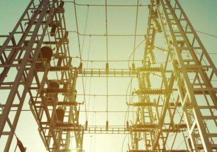 Stromleitungen für den Stromexport von unten